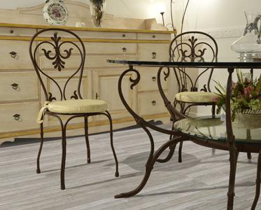 Arredamento su misura l 39 arte della falegnameria e del ferro battuto immobil social - Tavoli da pranzo ferro battuto e vetro ...